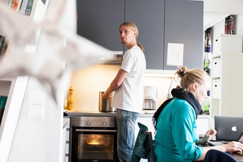 Suomen ensimmäisen Hofficen isäntä Jaakko Blomberg tarjoili työntekijöille keittolounaan kahden euron hintaan. Kuva: Teemu Olgren